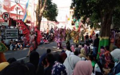 Ribuan Masyarakat Tuban Tumpah di Jalur Karnaval Kemerdekaan