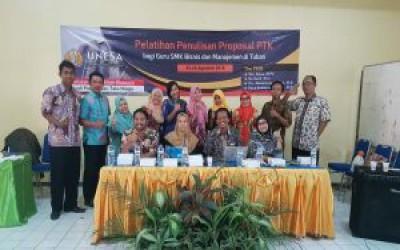 Pelatihan Penulisan Proposal PTK bagi Guru SMK Bisnis dan Manajemen
